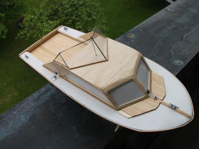 "RC Cabin Cruiser from scratch ""Bon Vivant"" - First wooden project"